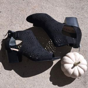 Black open toe heeled booties!